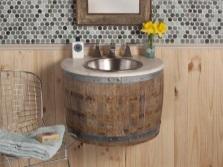 Полукруглая подвесная тумба в виде деревянной бочки с раковиной для ванной комнаты