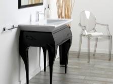 Черная тумба 65 см в стиле модерн на изящных ноках с белым накладным умывальником