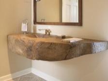 Подвесной умывальник из натурального камня в ванной