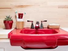 Красный подвесной фарфоровый умывальник