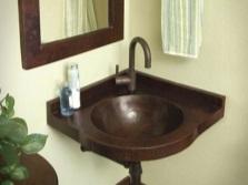 Угловой подвесной умывальник в ванной