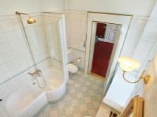 Архитектурное зонирование интерьера ванной комнаты, совмещенной с туалетом