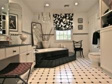 Бело-черный интерьер ванной комнаты, совмещенной с туалетом