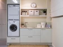 Шкаф под стиральную машину и сушку в ванной