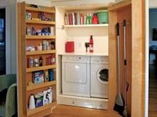 Большой вместительный шкаф для стиральной машины и сушки в ванной
