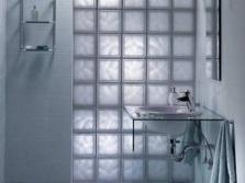 душ в кабине из стеклоблоков