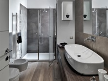 турбированная колонка в ванной