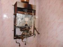 Демонтаж старой газовой колонки
