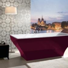Бордовая отдельностоящая ванна