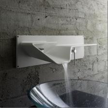 Универсальный водопадный смеситель встроенный в стену