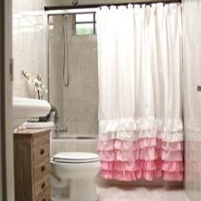 Бело-розовая тканевая шторка для ванной комнаты