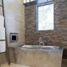 Дизайн ванной комнаты с ванной из нержавеющей стали