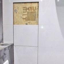 Облицовка керамической плиткой самодельного ревизионного люка в ванной