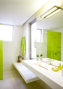 Салатовый цвет в ванной