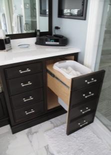 Тумба темного цвета для ванной комнаты с выдвижной корзиной для белья