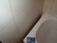 Щель между ванной и стеной: самые простые и эффективные способы заделки зазора