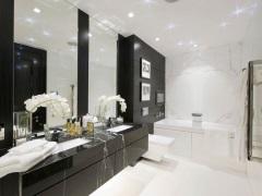 Черно-белая ванная комната: эффектная игра контрастов