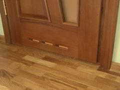 Дверь с вентиляцией в ванной комнате