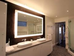 Зеркало в ванной комнате с подсветкой