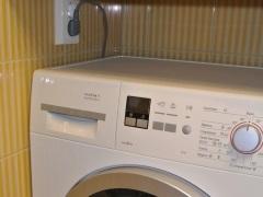 Что делать, если стиральная машина прыгает при отжиме?