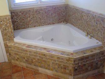 Особенности экранов под ванной из плитки