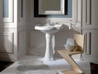 раковина-тюльпан в классическом дизайне ванной