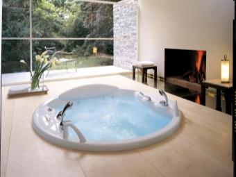 Акриловая ванна с аэромассажем