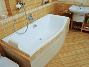 Акриловая ванная с каркасом