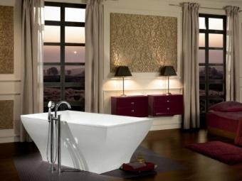 Отдельностоящая квариловая ванна