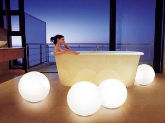 Квариловая ванна в освещении