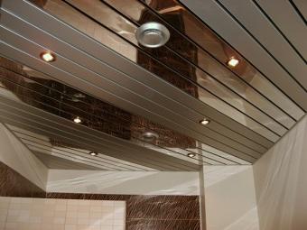 Алюминиевые реечные потолки для ванной комнаты