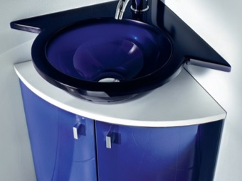 Стеклянная угловая раковина для ванной