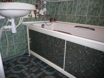 Пластиковый экран под ванну с раздвижными дверцами