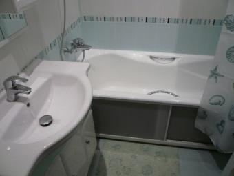Экран для ванны из матового стекла