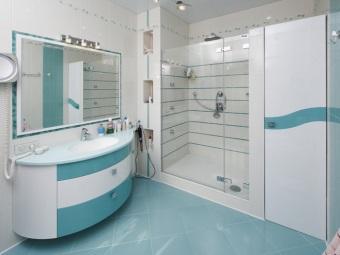 Сочетание мебели  и отделки в ванной комнате