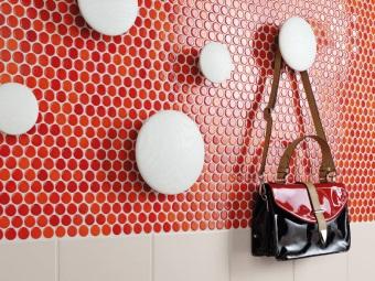 Стена над раковиной облицованная мозаикой