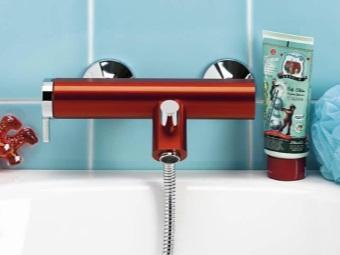 Смеситель для ванны кирпичного цвета