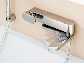 Смеситель для ванны с выдвижным изливом