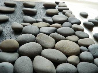 Располагаем камни на коврике