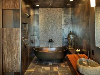 Металл для стен и сантехника в ванной комнате