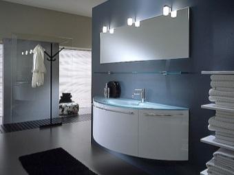 Необычные тумбы для серой ванной комнаты