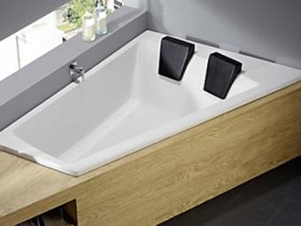 Ассиметричная ванна для двоих