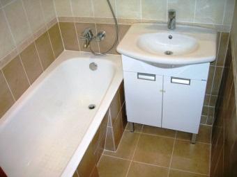 Кафель для пола бюджетной ванной