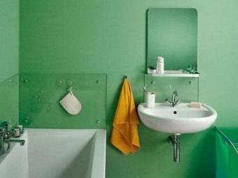 Крашеные стены в бюджетной ванной