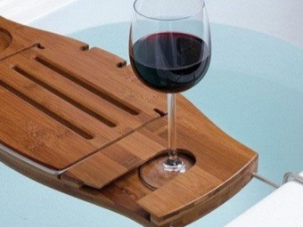 Полочка для бокала вина в ванну