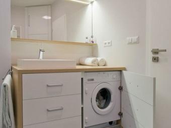 Встраиваемая стиральная машина в ванной комнате