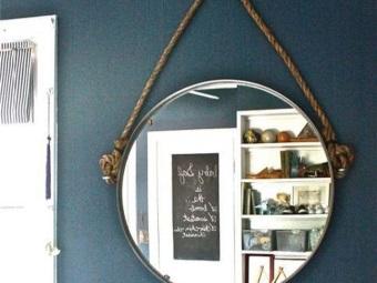 Зеркало для ванной подвешенное