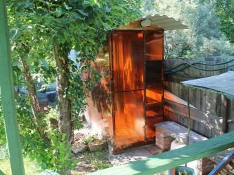 Закрытый летний душ из поликарбоната на даче