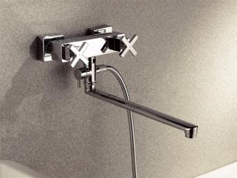 Смеситель для ванны и душа с длинным изливом встроенный в стену