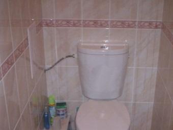 Боковая подача воды в бак унитаза